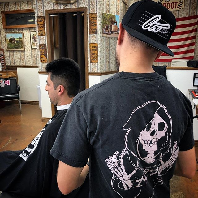 @jr_the_artist laying some fresh lines.  Call for appointments.  #camarillosfinest #barbershop #1927camarillo #1927barbarshop