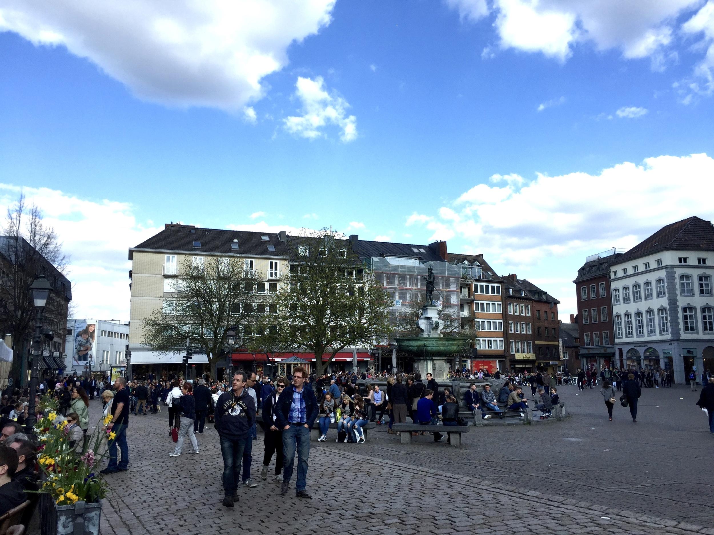 A busy Saturday in Aachen Markt.