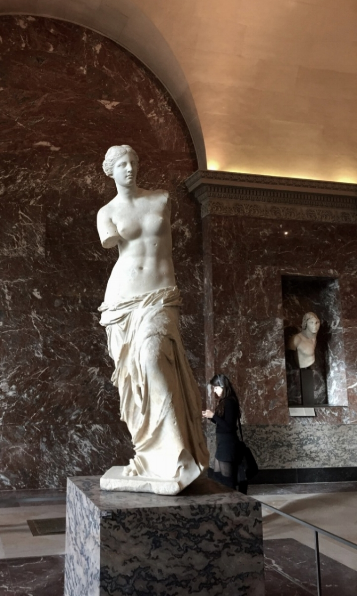 Venus de Milo at the Louvre Paris | ©2016 Elizabeth Glessner.jpg