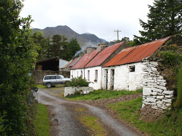 Traditional long, narrow, single-storey farm buildings on the slopes of Knocknafreaghaun. Image via www.geograph.ie