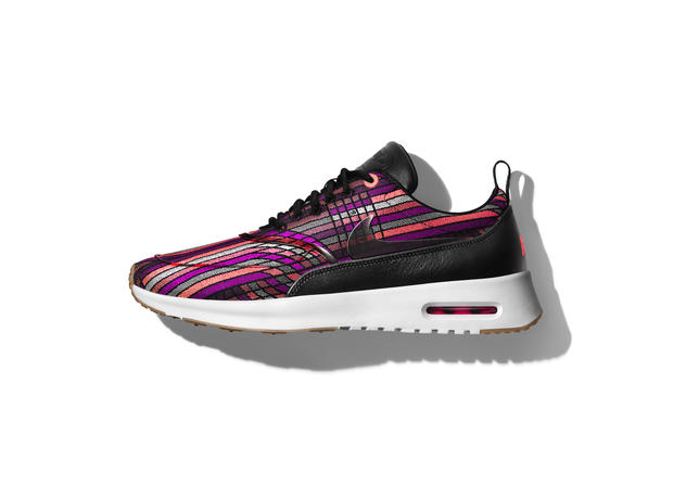 HO16__NSW_BeautifulPower_AirMaxTheaPrm_Jacquard_V6_62419.jpg