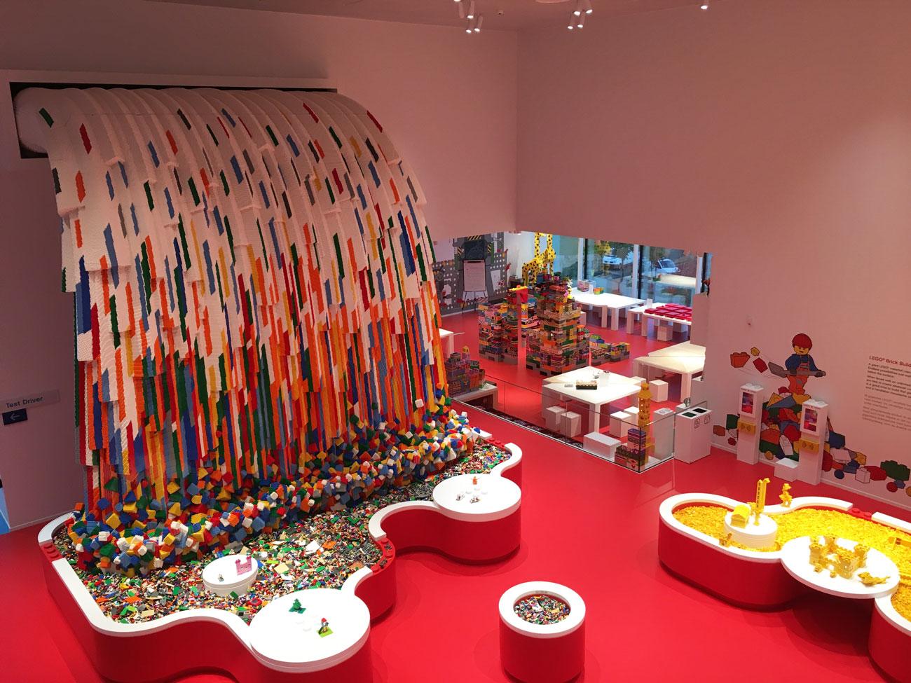 LEGO_House_Waterfall.jpg