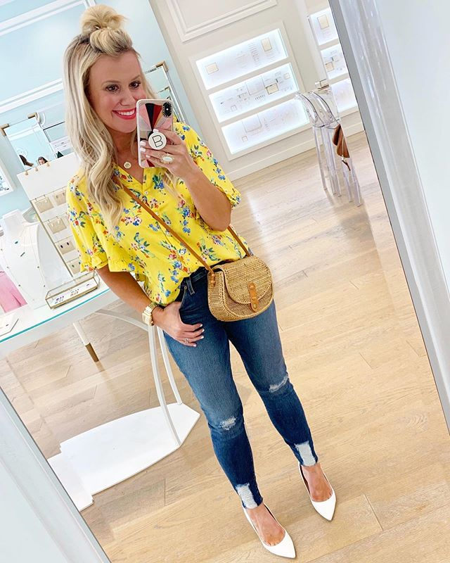 🌼 Another TWO SALES you don't want to miss! 🌼 This adorable top was a crowd-pleaser this season and now just $30!! 🙌🏻 And these jeans that are one of my all-time fav pairs are also on major sale! 👖💕 As far as sizing goes, I'm wearing an XS top but wish I had sized up to a Small since it's cut a tad short. I recommend sizing up one size in jeans for a perfect fit! Happy shopping, friends! 🤗 || http://liketk.it/2D1k7 @liketoknow.it #LTKsalealert
