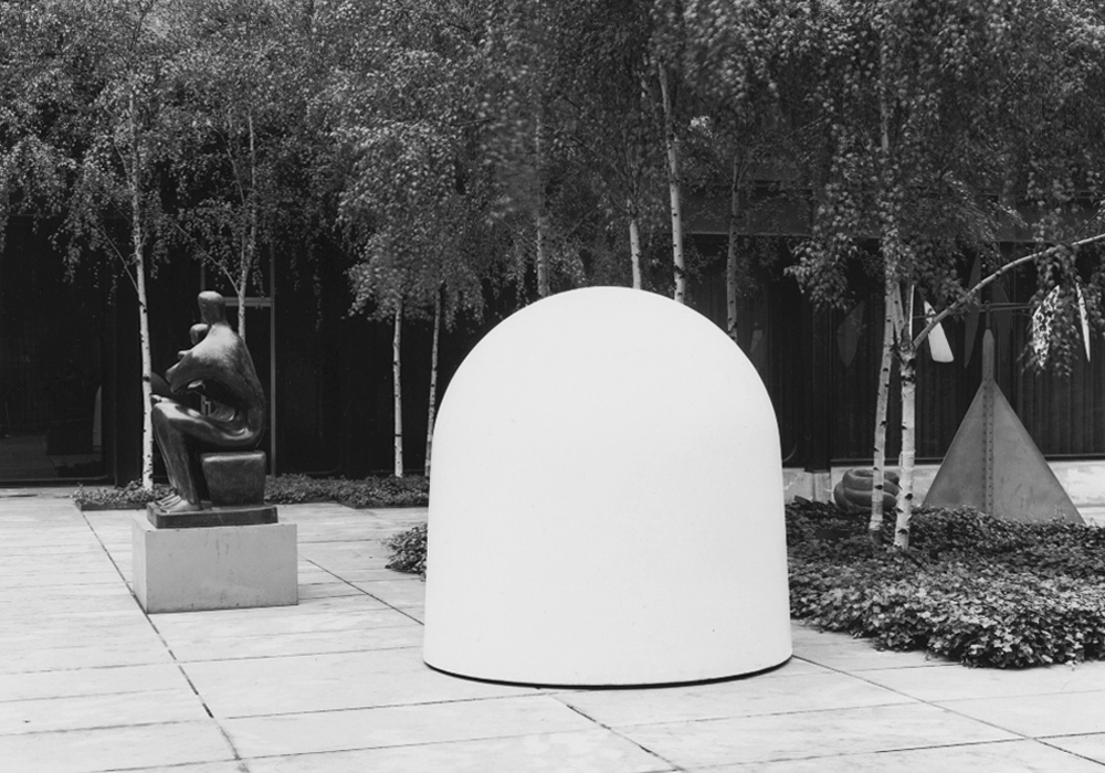 Robert Breer's  Osaka I  installed in MoMA's Sculpture Garden in 1970. Photo from  MoMA's online archives .