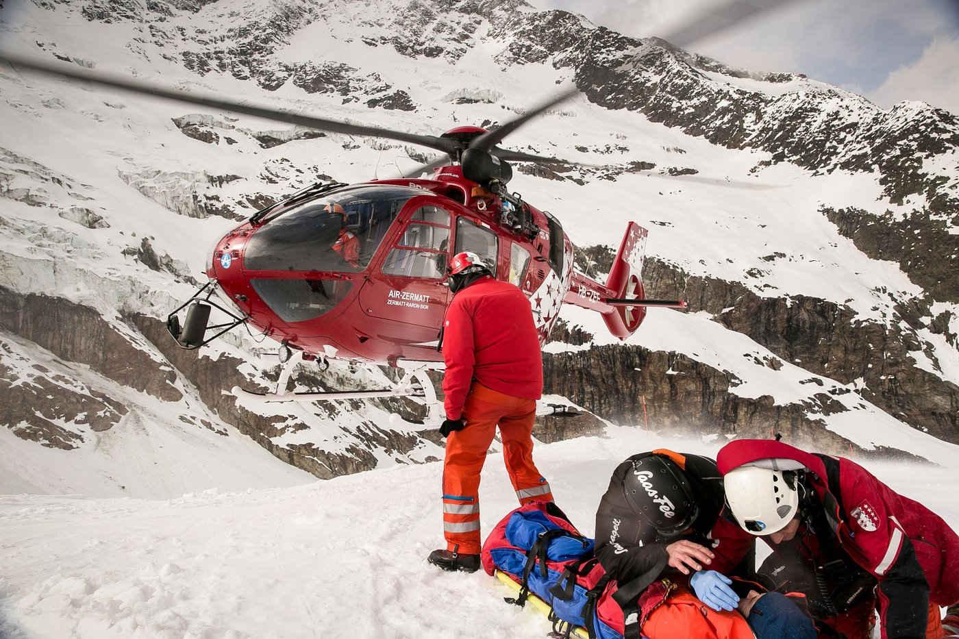 patient-awaits-pick-up-by-air-zermatt-heli.JPG