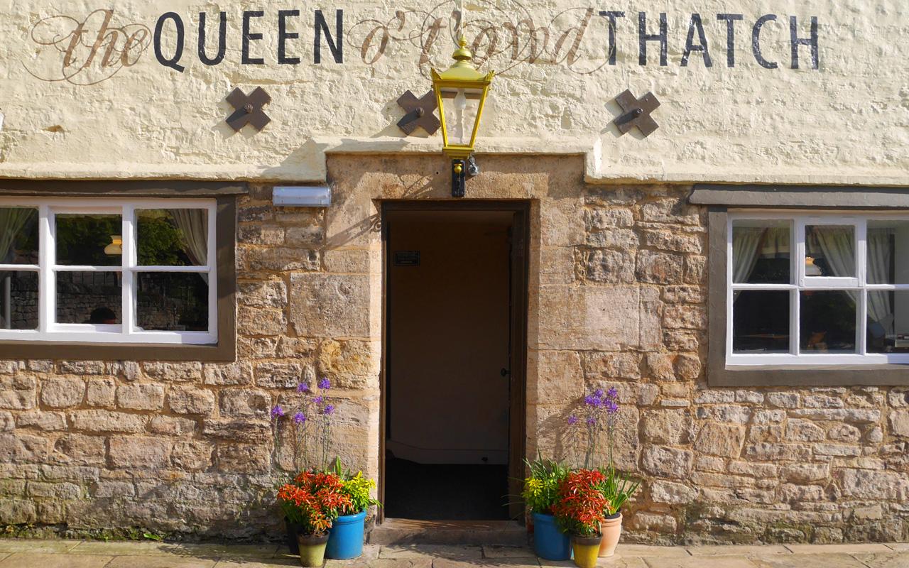 queen-o-t-towd-thatch-interior-18.jpg