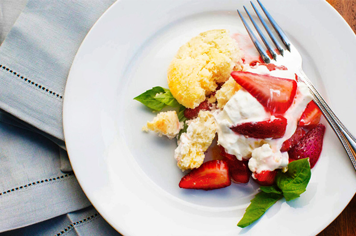 strawberries_on_plate.jpg