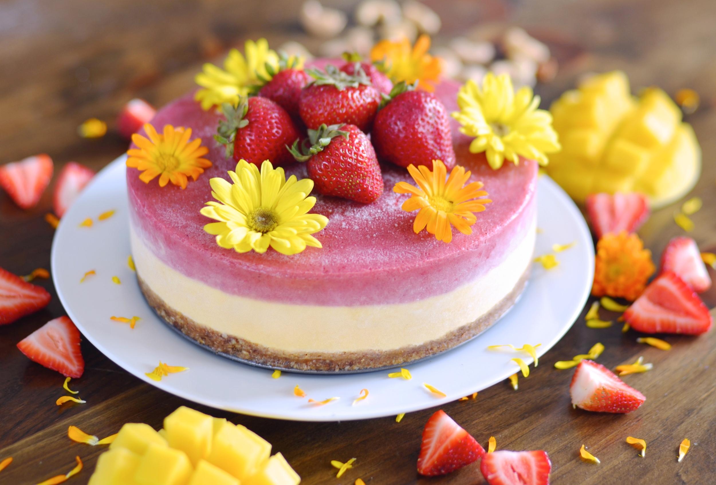 Strawberry Mango Raw Cheesecake