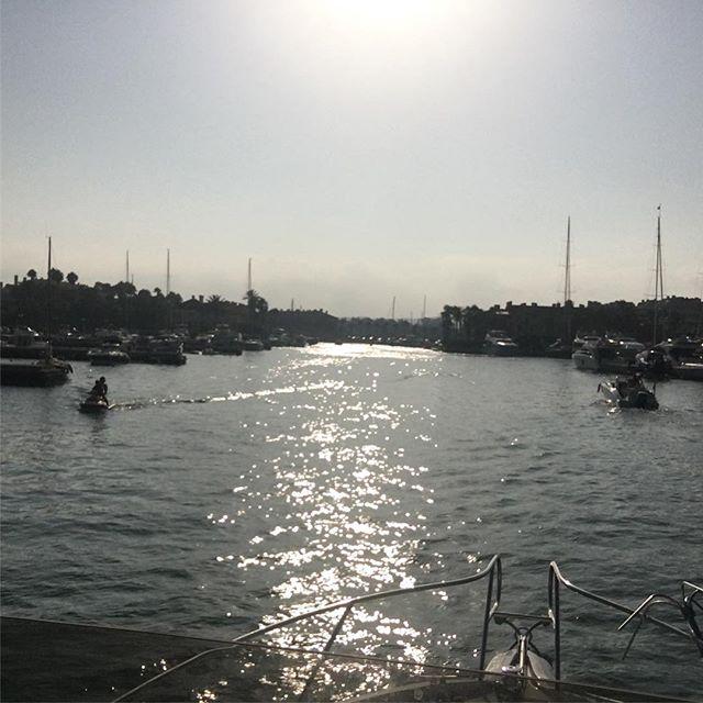 La vida sin filtros es más vida • • • • #photography #photooftheday #summer #summerday #sailing #sailinglife #sunset #sunshine #boat #iphone