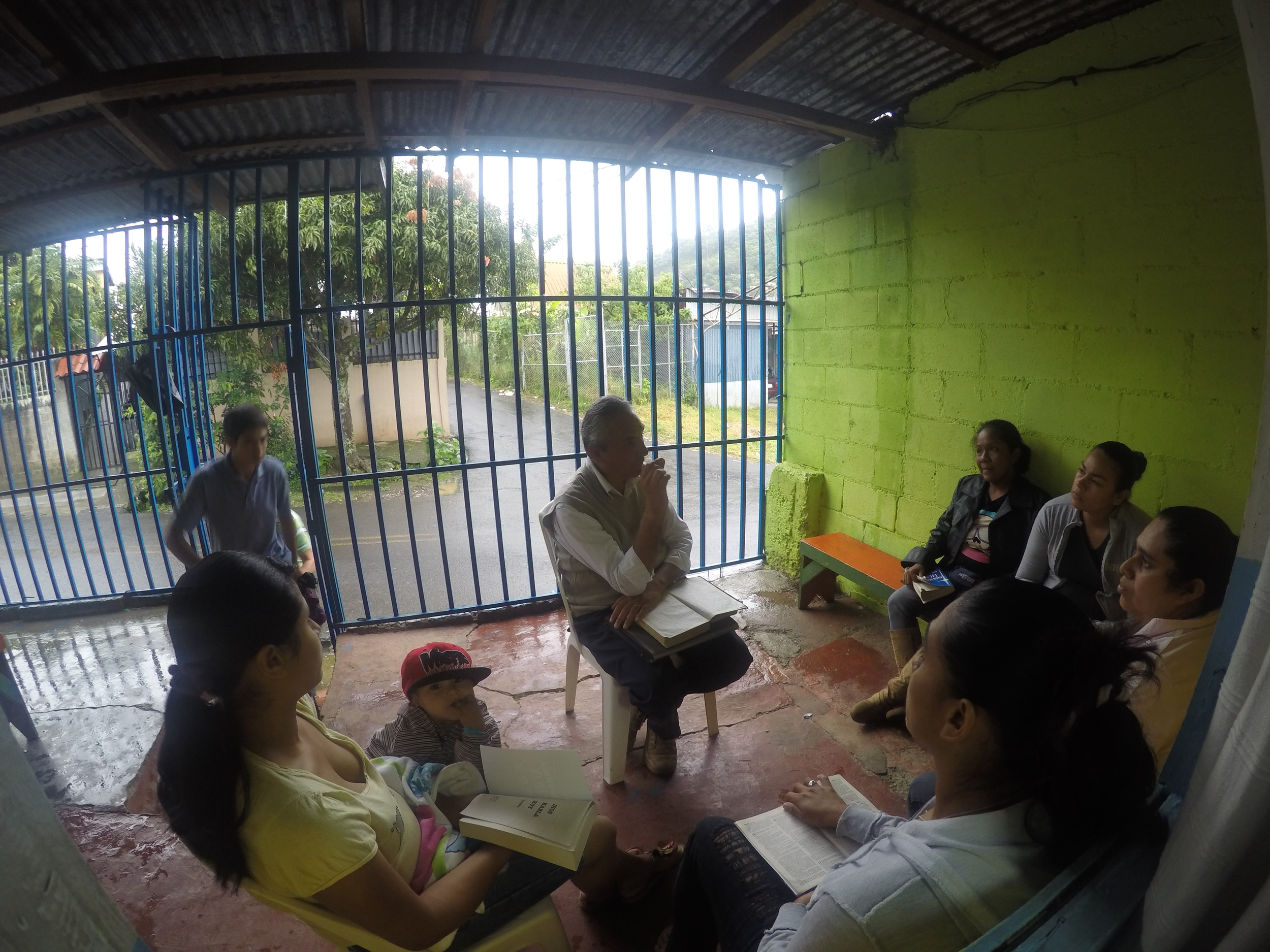 Horacio leading a bible study