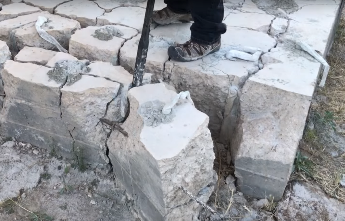 Dexpan concrete cracking prybar.PNG