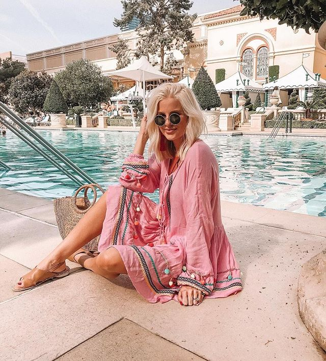 @kathleen.post showing off her poolside style in client @kelsidaggerbrooklyn 💦