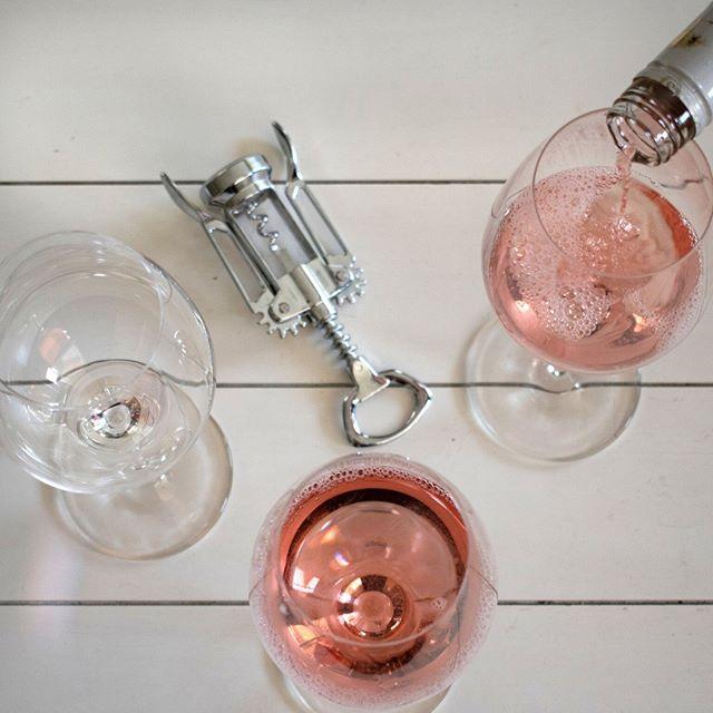 Rosé all Saturday 🍾