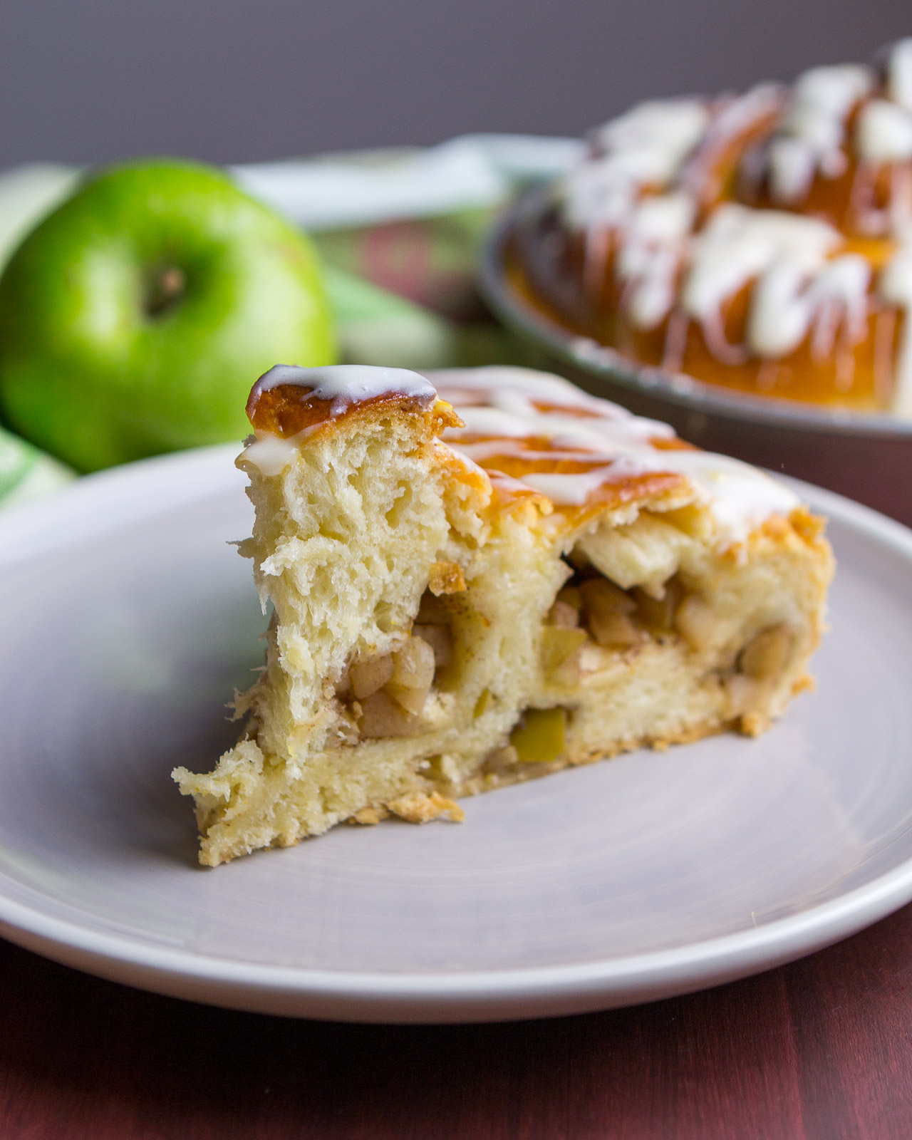 giant-apple-cinnamon-roll-12.jpg