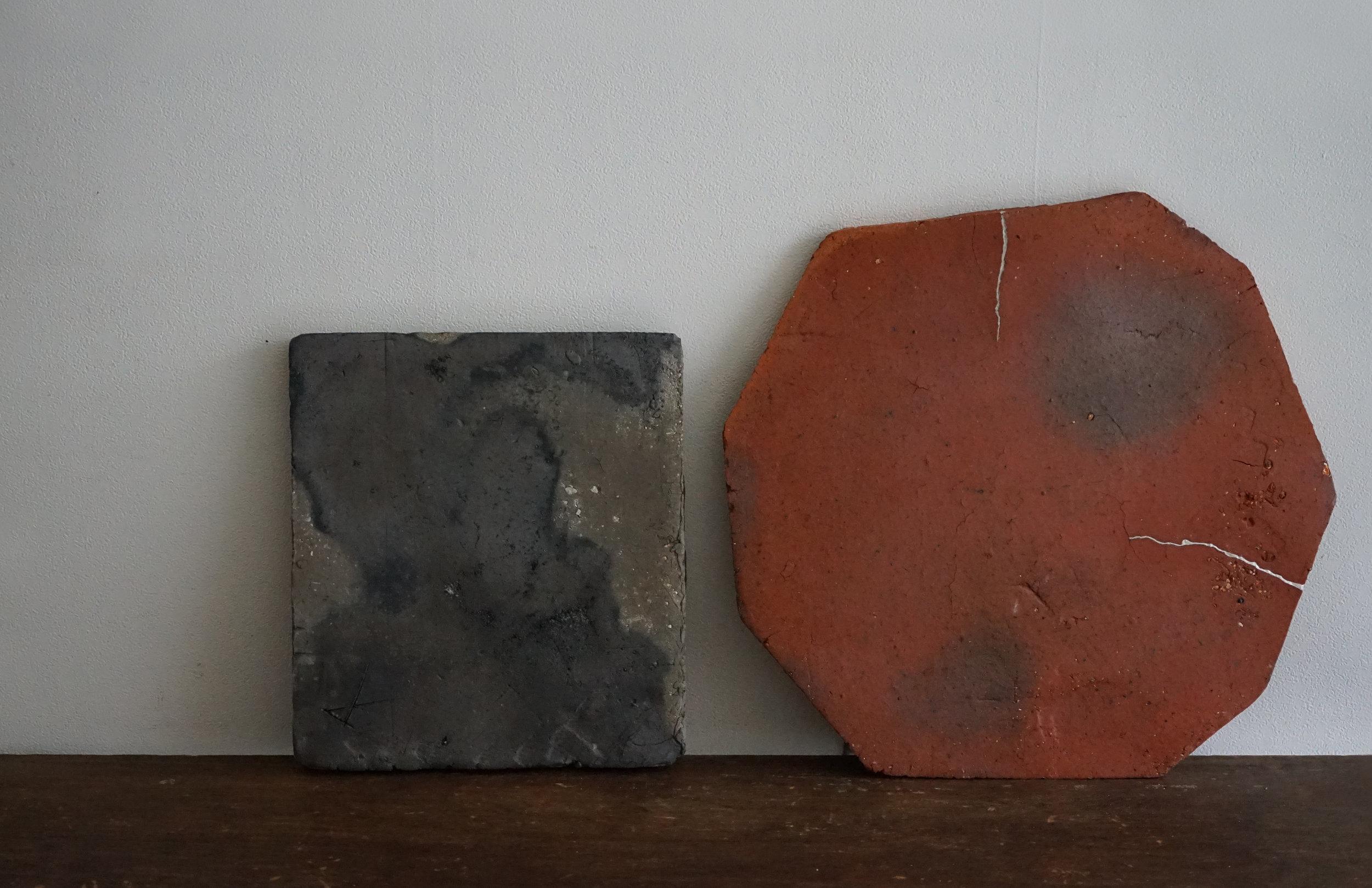 左:「須恵盤」右:「備前八角盤」