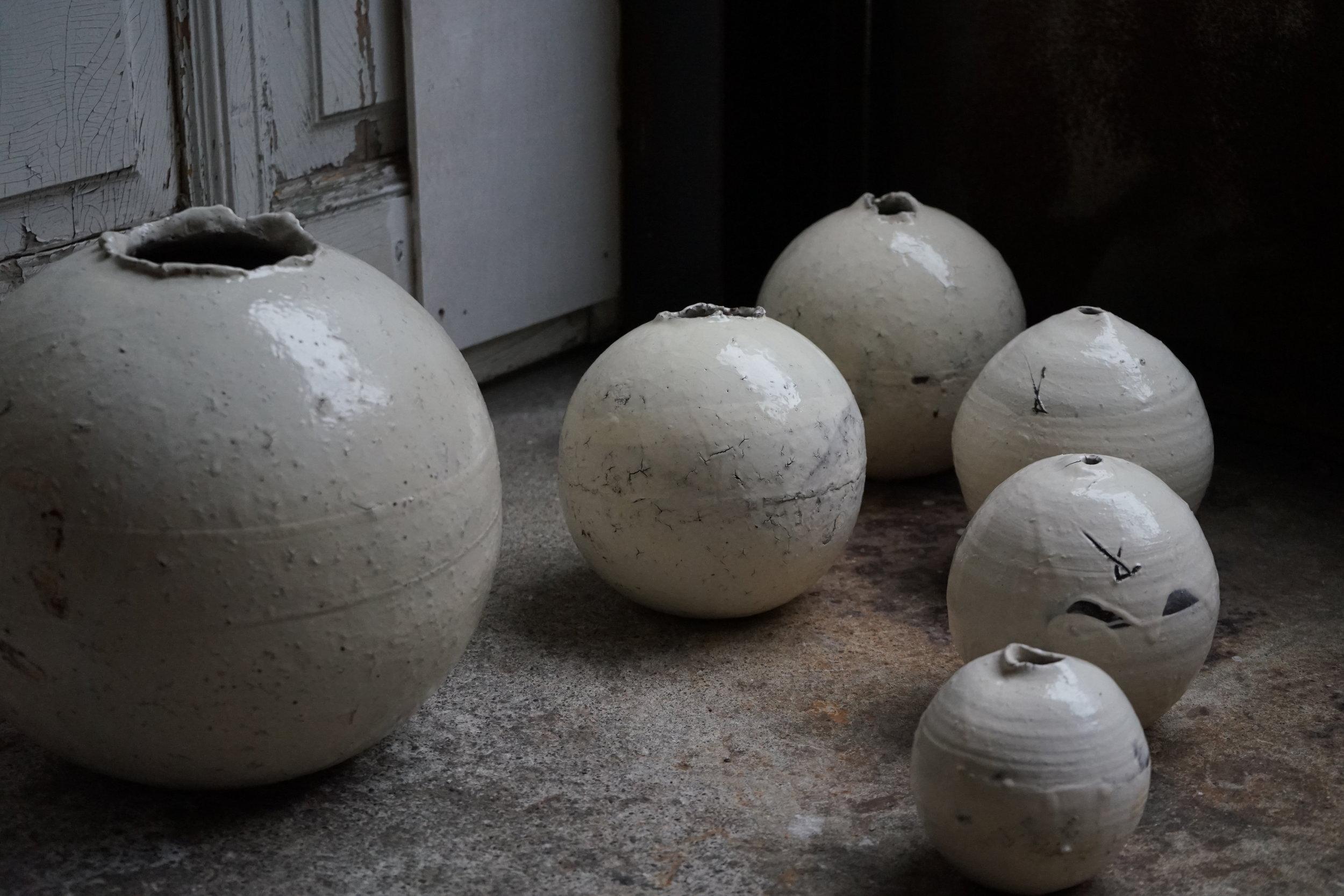辻村史朗の粉引丸壷 | Kohiki round jar by Shiro Tsujimura
