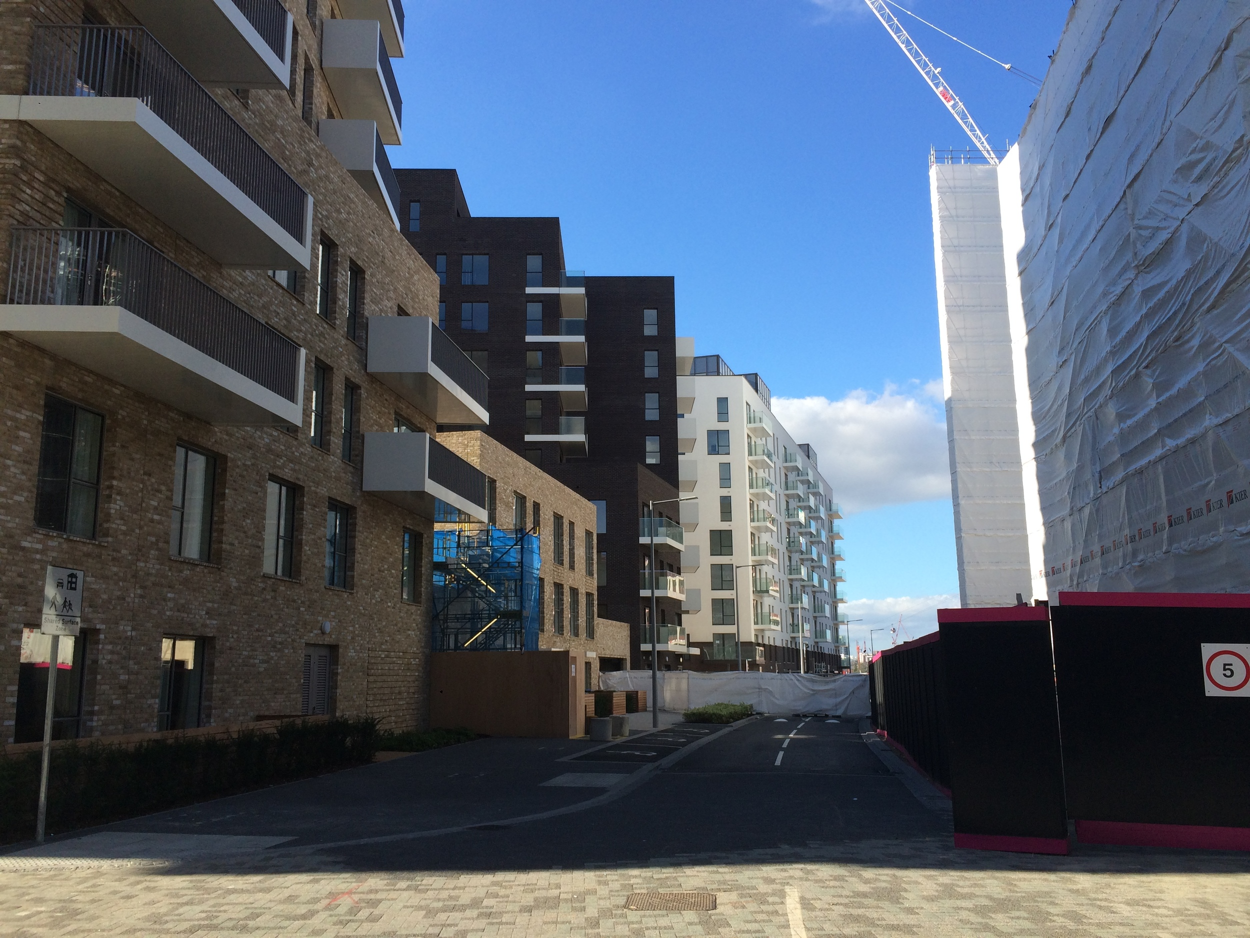 Chandlers Avenue, located to the east of The Fulmar (right), is partially opened up as neighbouring developments (M0114 and M0115) near completion -  October 2015  [ greenpen.london ]
