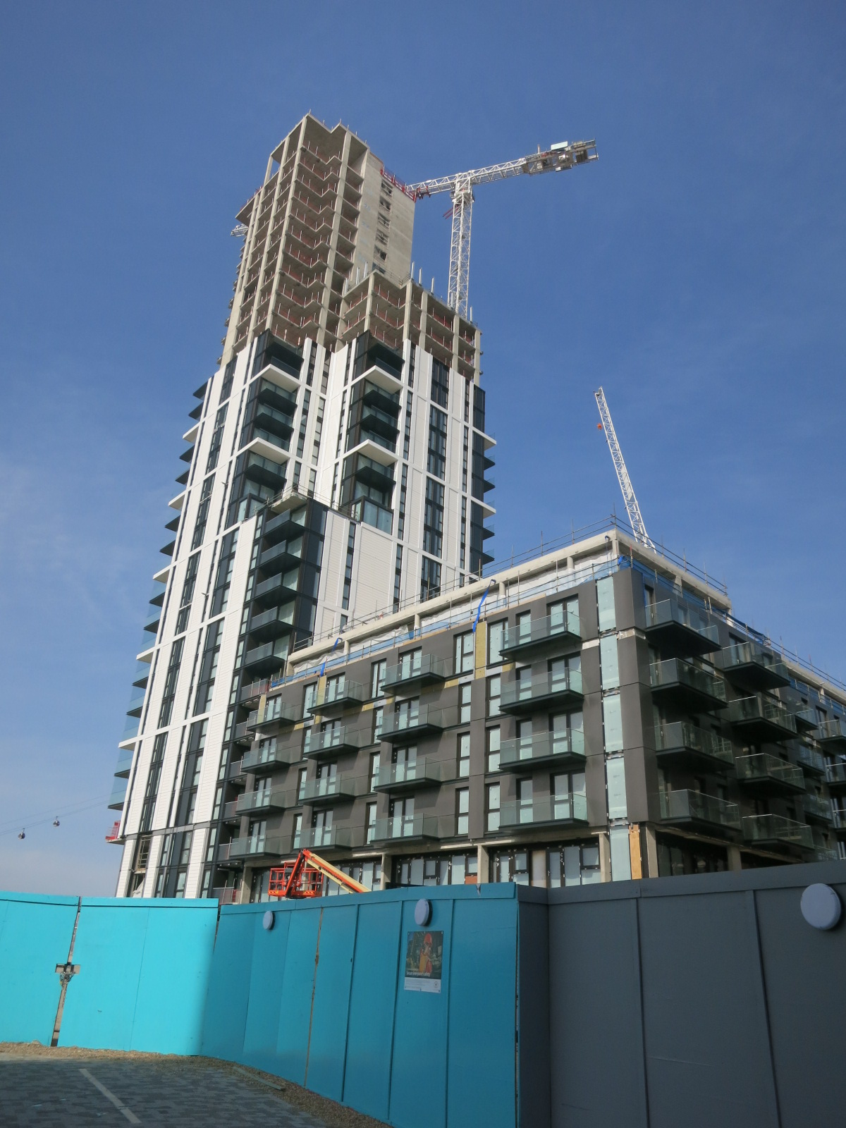Most recent construction progress on The Waterman tower - April 2016 [ @greenpenlondon ]