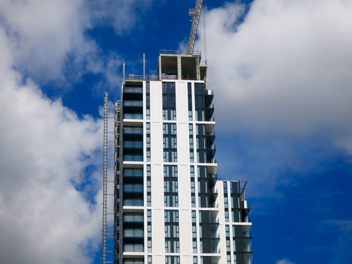 Installation of cladding progresses towards the 32nd storey Waterman penthouse