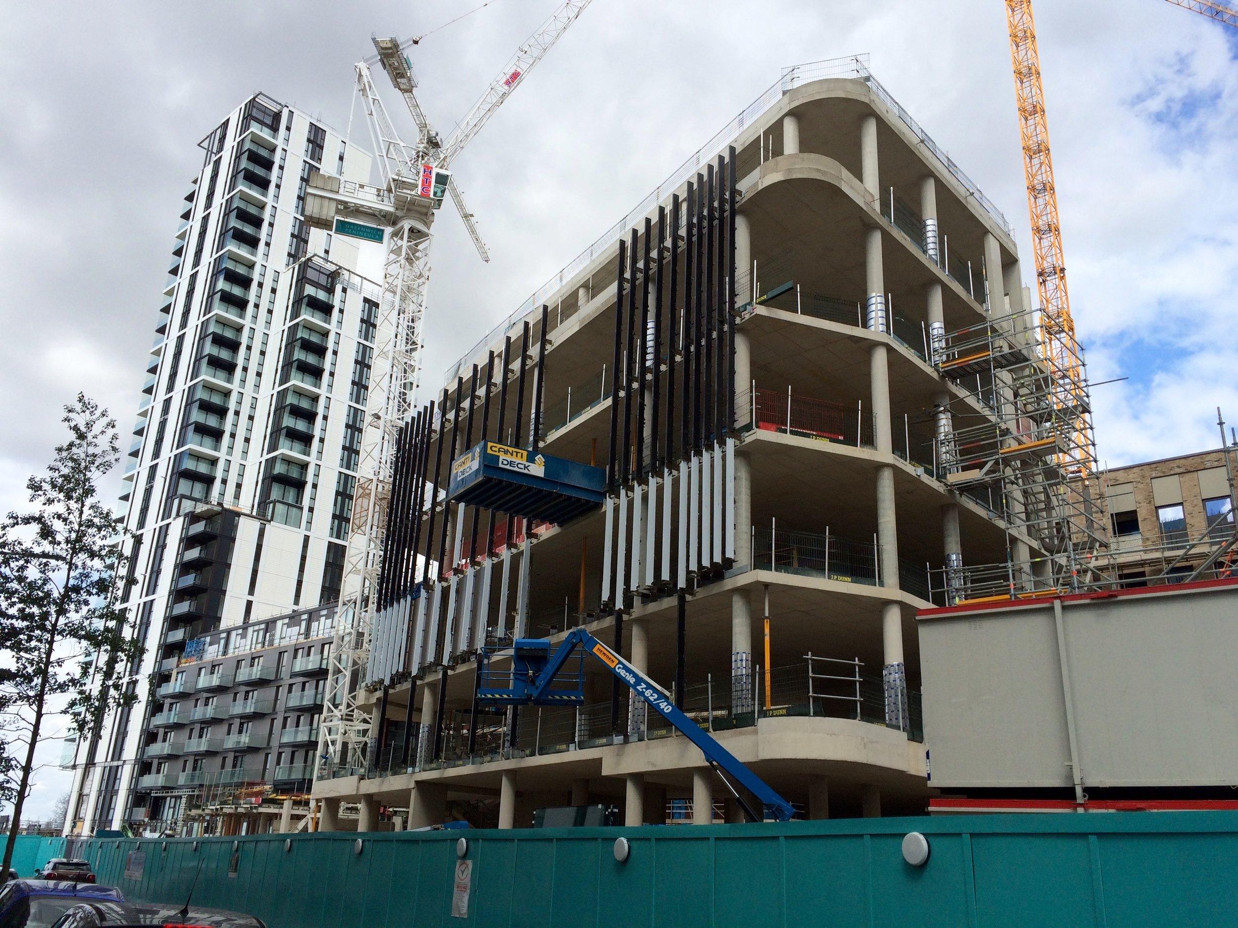 Construction progress of Aperture community hub, directly north of Fulmar - August 2016 [greenpen.london]