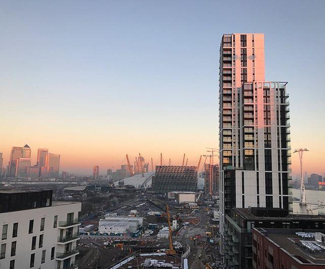 The Waterman dominating the #greenwichpeninsula skyline #Greenwich #skyline #London #theo2 #canarywharf #northgreenwich #architecture #construction #thames #sunrise