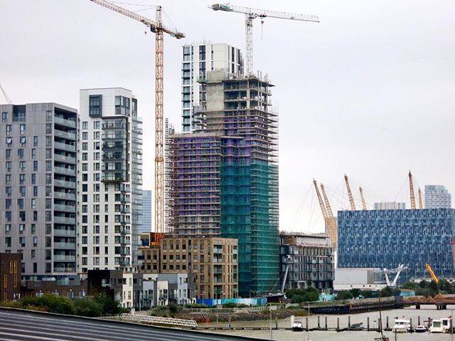 #greenwichpeninsula #northgreenwich #lowerriverside #construction #thelighterman #citypeninsula #platinumriverside #riverthames #thames #london #cranes #thewaterman #theo2 #o2arena