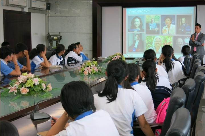 Sunrise instructor Jeff Niu speaking to a group of high school students in Shenzhen