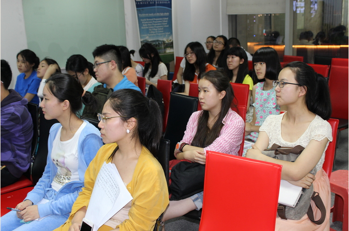 Students from Chongqing in a training session