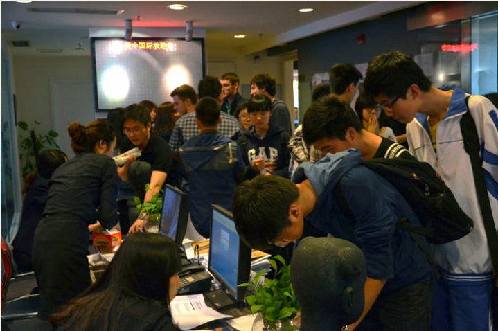 Students registering for Sunrise leagues