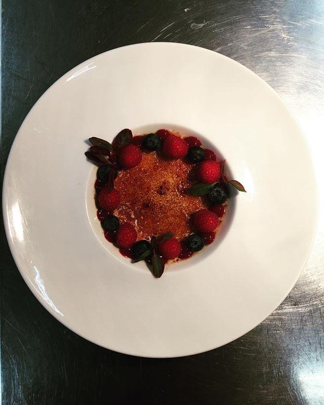 Klassisk Crème Brûlée, kan det bli bättre en fin aprilkväll? #eriksberg #riverrestaurant