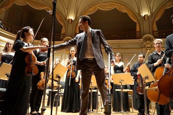 Youth Classics ORchestra dirigiert von PHilip A. Draganov