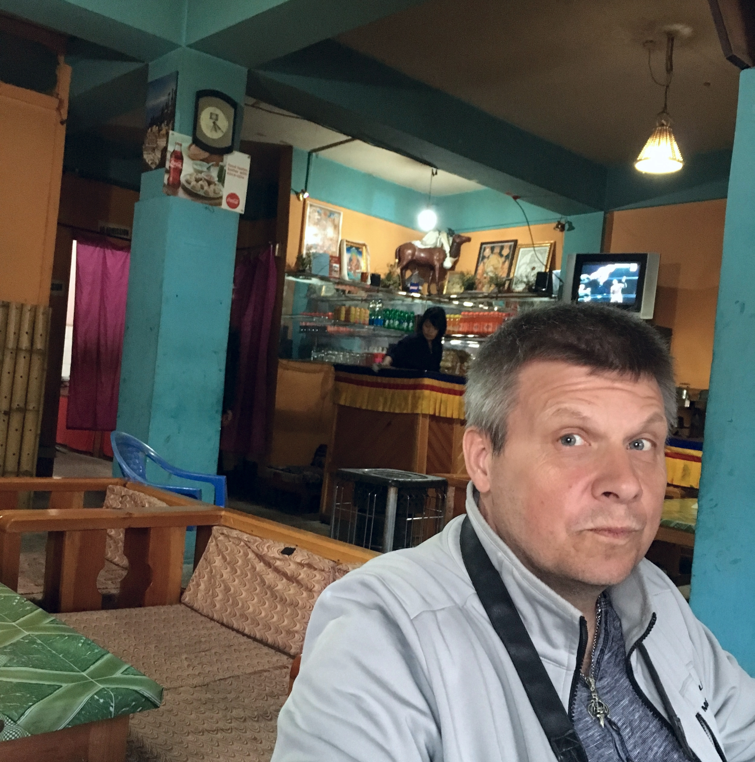 Baari ja baarin asiakas P. Puhakka