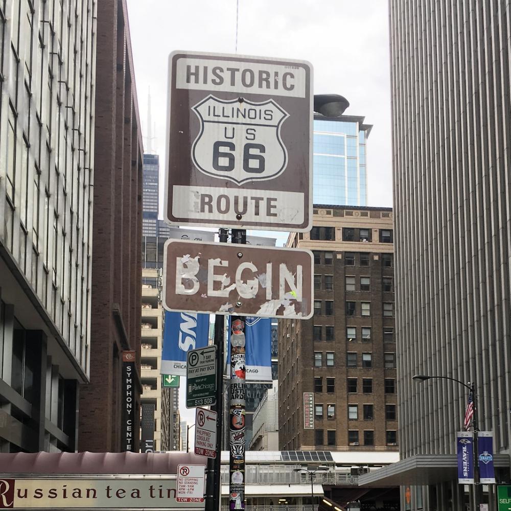 Tästä se alkaa - E Adams streetin ja N Michigan Avenuen risteyksestä