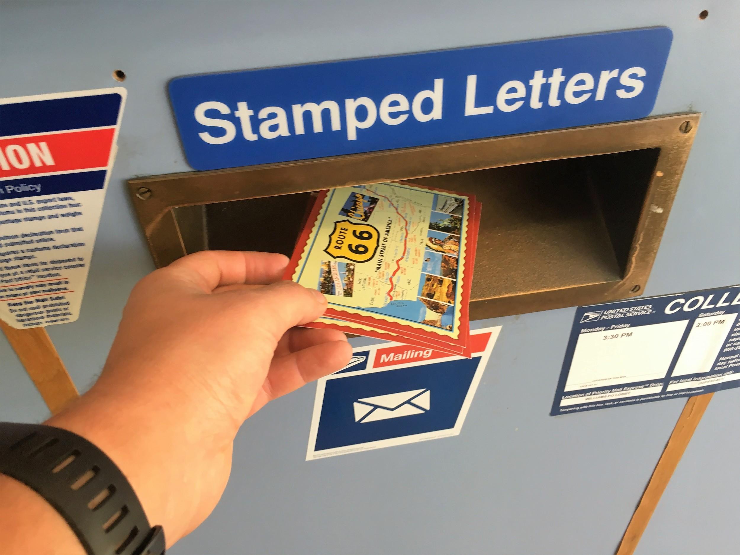 Digitalisaation aikana on todella kiva saada aitoja, käsinkosketeltavia postikortteja, eikös niin? Postit laitettiin menemään aamulla 16.05.2016 - katsotaan milloin tulevat perille :)