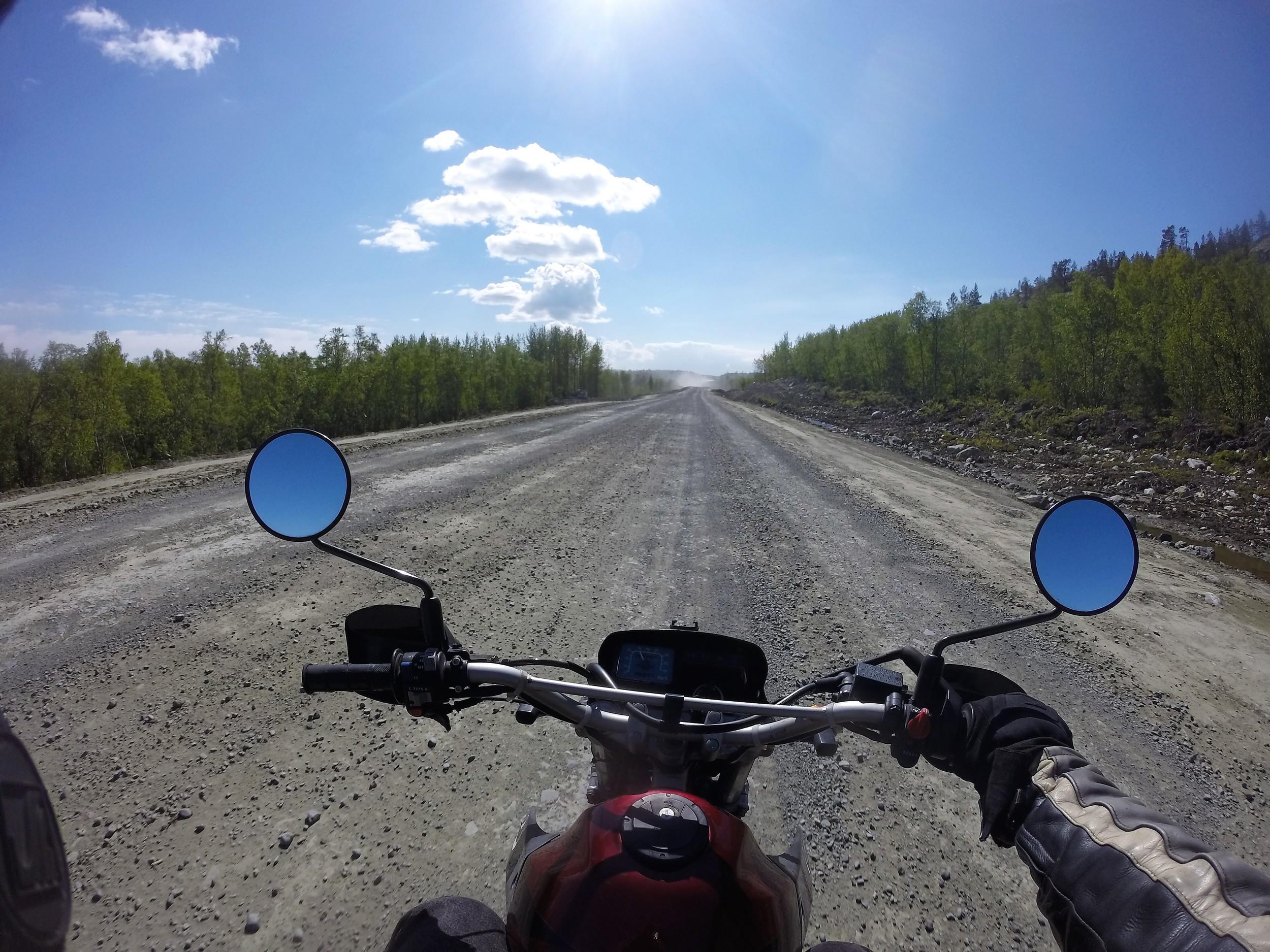Tie Venäjän puolella heti rajan jälkeen :)