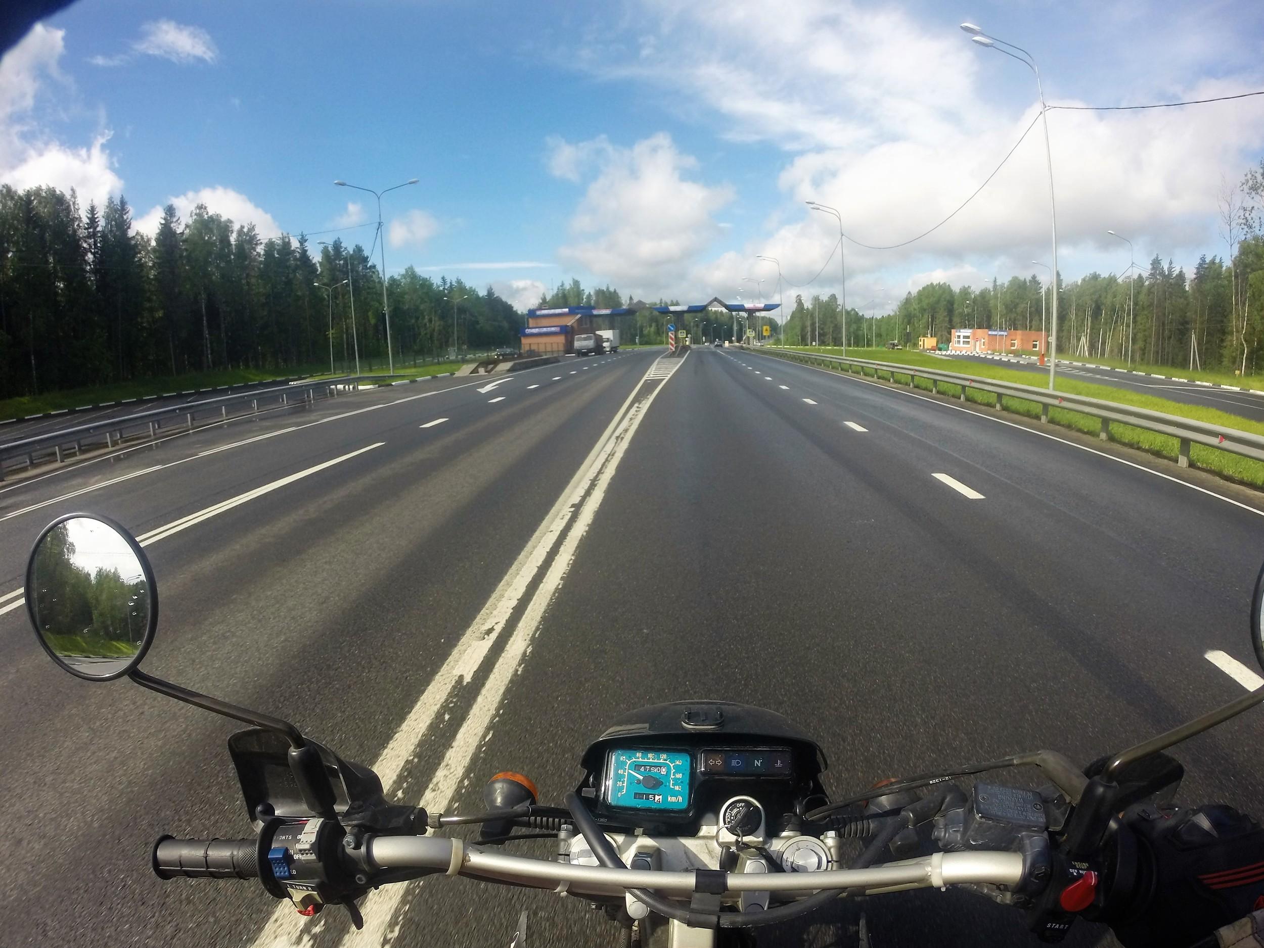 """Aika usein Venäjän teillä tulee vastaan """"DPS"""" eli liikennepoliisin tarkistuspisteitä. Pyöräilijät pääsevät melkein aina läpi ihan pelkällä nyökkäyksellä..."""