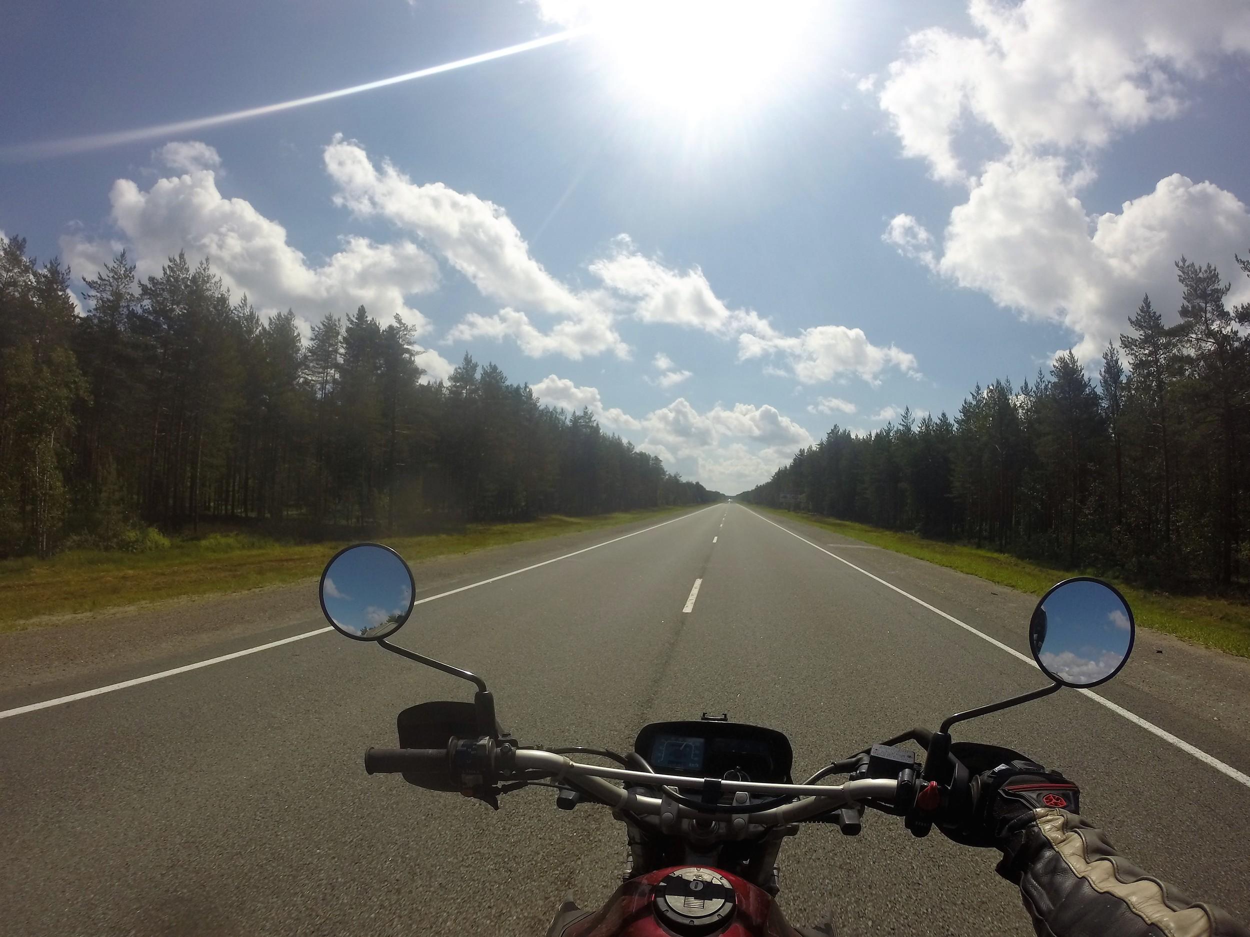 Petroskoin ja Pietarin välinen tie on erinomaisessa konnussa ja kelikin sattui kohdilleen!
