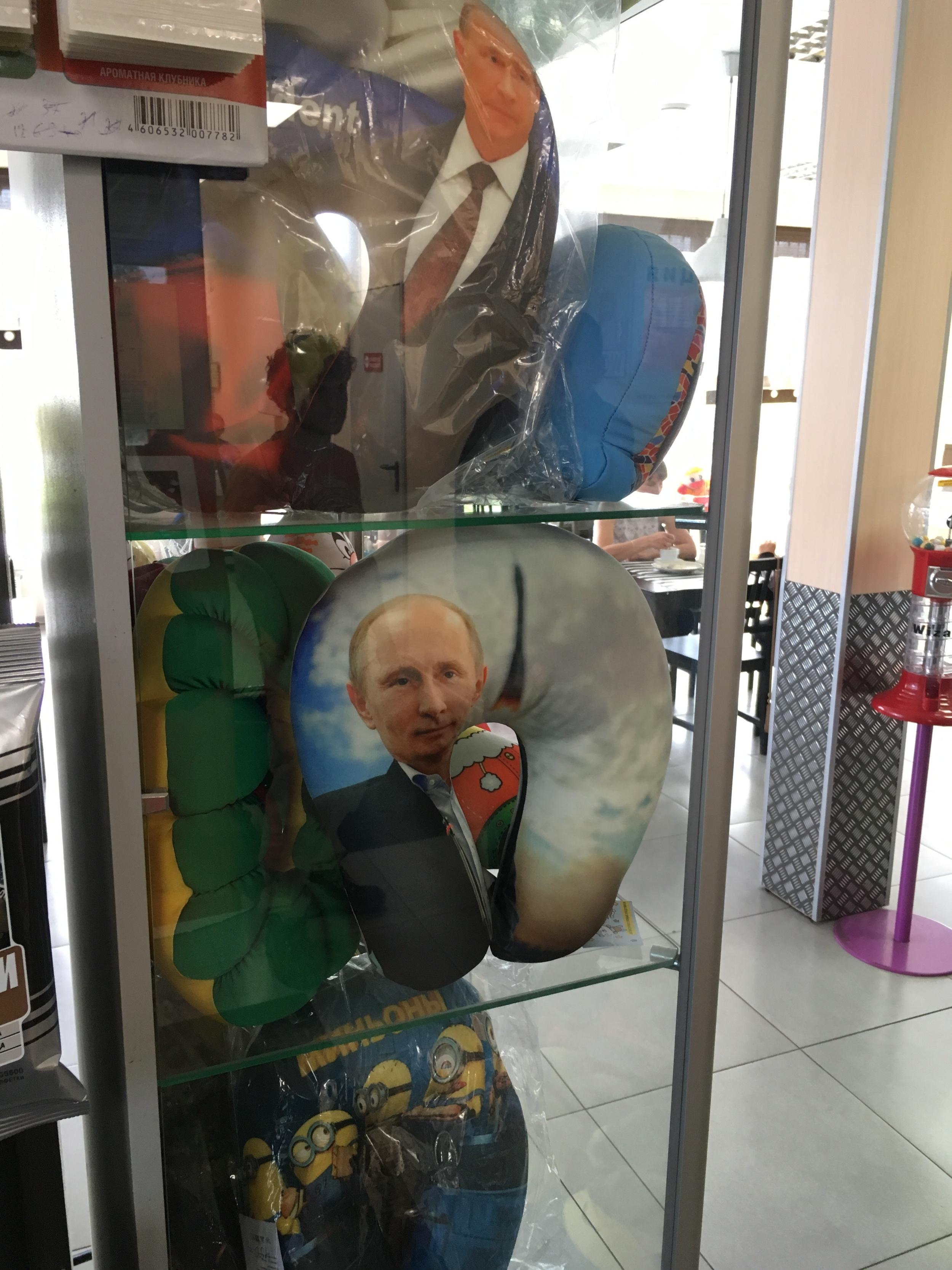 """Aika usein bensa asemalta sai ostettua näitä supermukavia """"Putin"""" tyynyä - mainoksen mukaan niin turvallista unta et saa mistään!"""