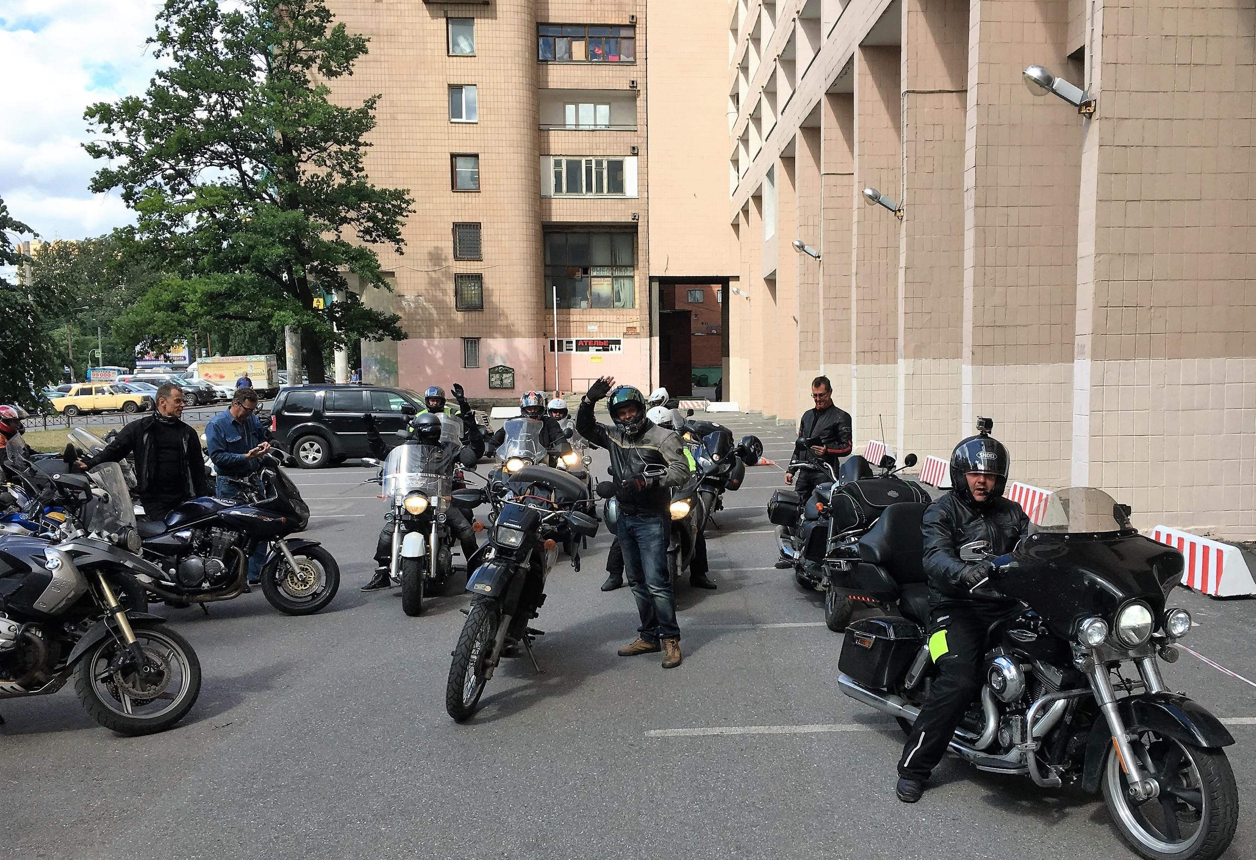 MC Outlaw valmiina lähtöön kohti Pietarhovia!