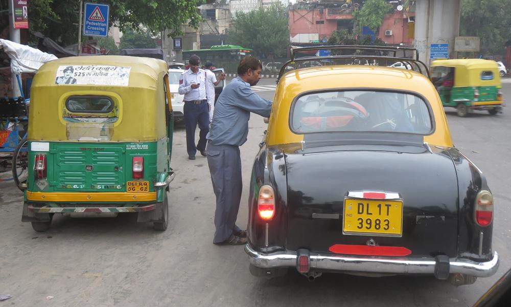 Taksikuski kysyy tietä Riksakuskilta joka tiesi yhtä paljon kuin taksikuski! :)