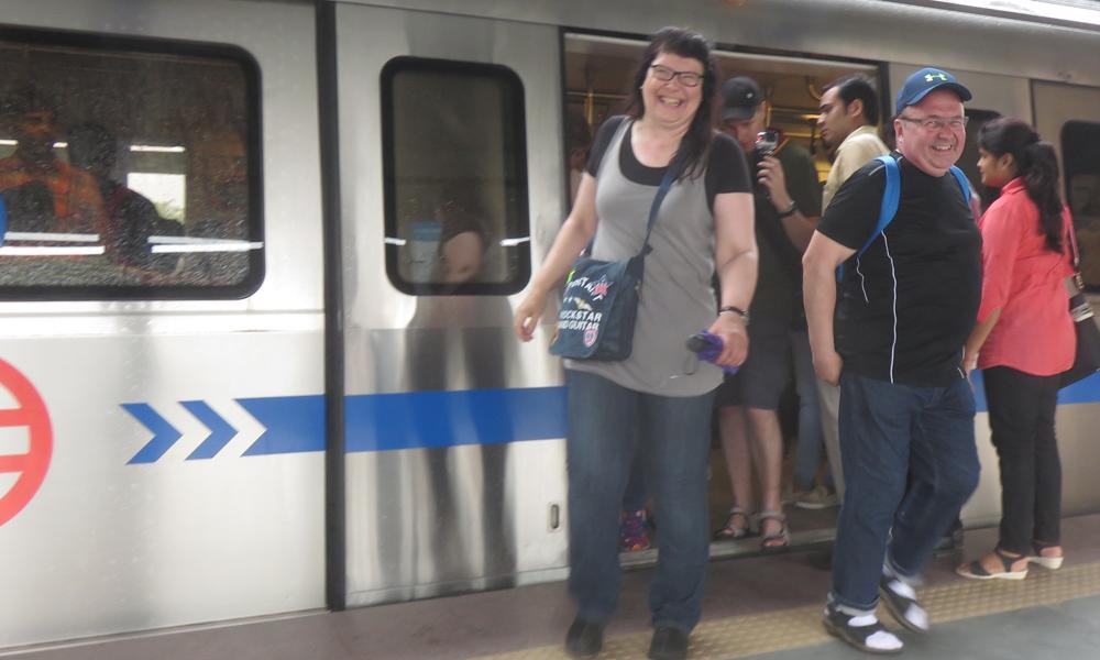 Metrossa on hauska matkustaa. Kysykää vaikka Eijalta ja Kapulta!