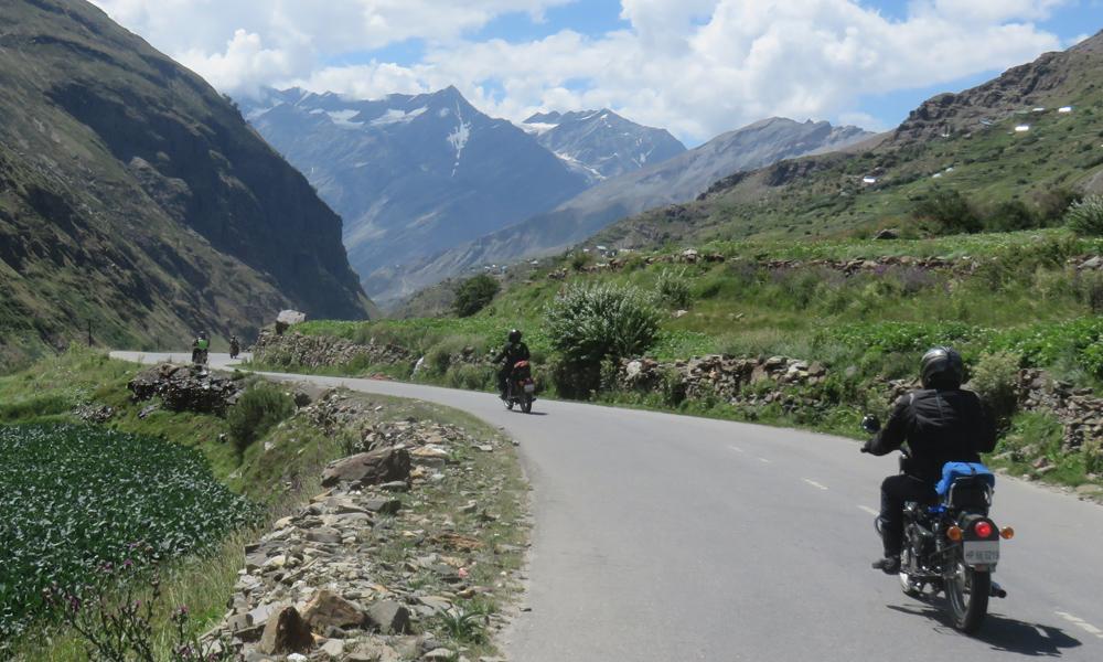 ... ja on the road. Tälläisiä maisemia jouduimme kestämääm koko päivän ;)