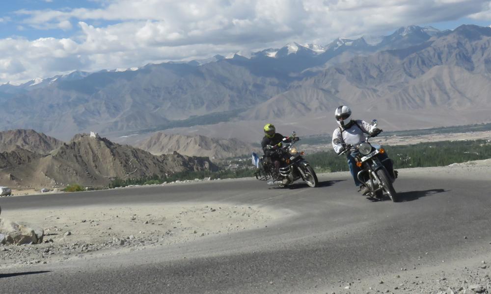 Hannu ja Djeeps matkalla Himalayan katolle!