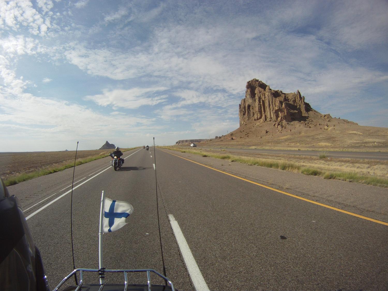 Noita keskellä tasamaata törröttäviä kallioita riitti muuallekin kuin Monument Valleyyn