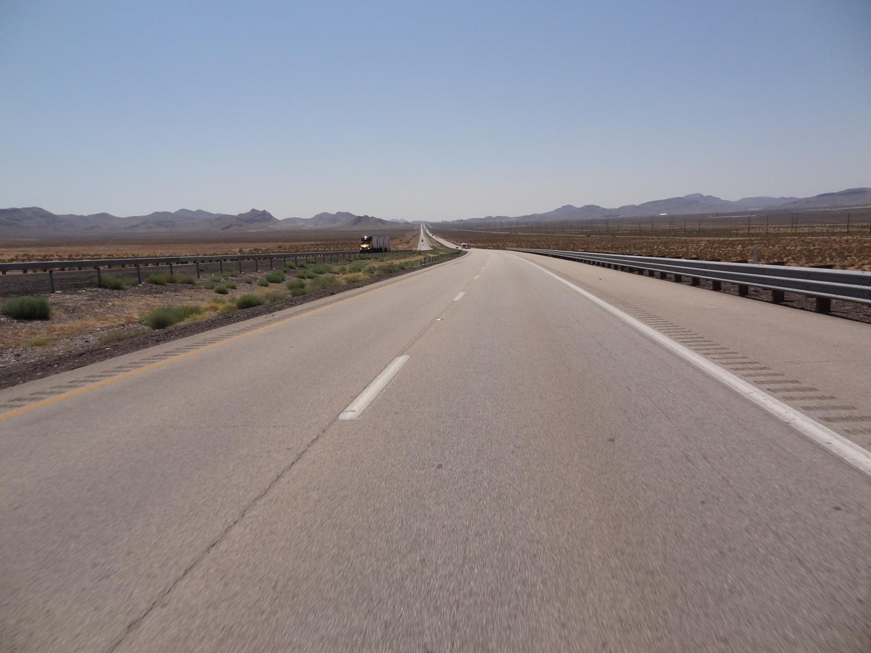 Kun Zion loppui, alkoi Huitsin Nevadan aavikko. Ja sitä riitti, samoin kuin lämpöä, joka alkoi huidella päälle 36 asteessa.