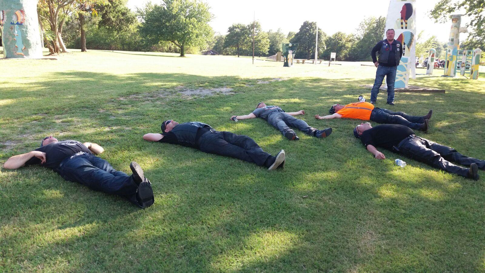 in the meanwhile.... poikien iltapäivän Pilates-tunti alkaa Totem Pole Parkissa!