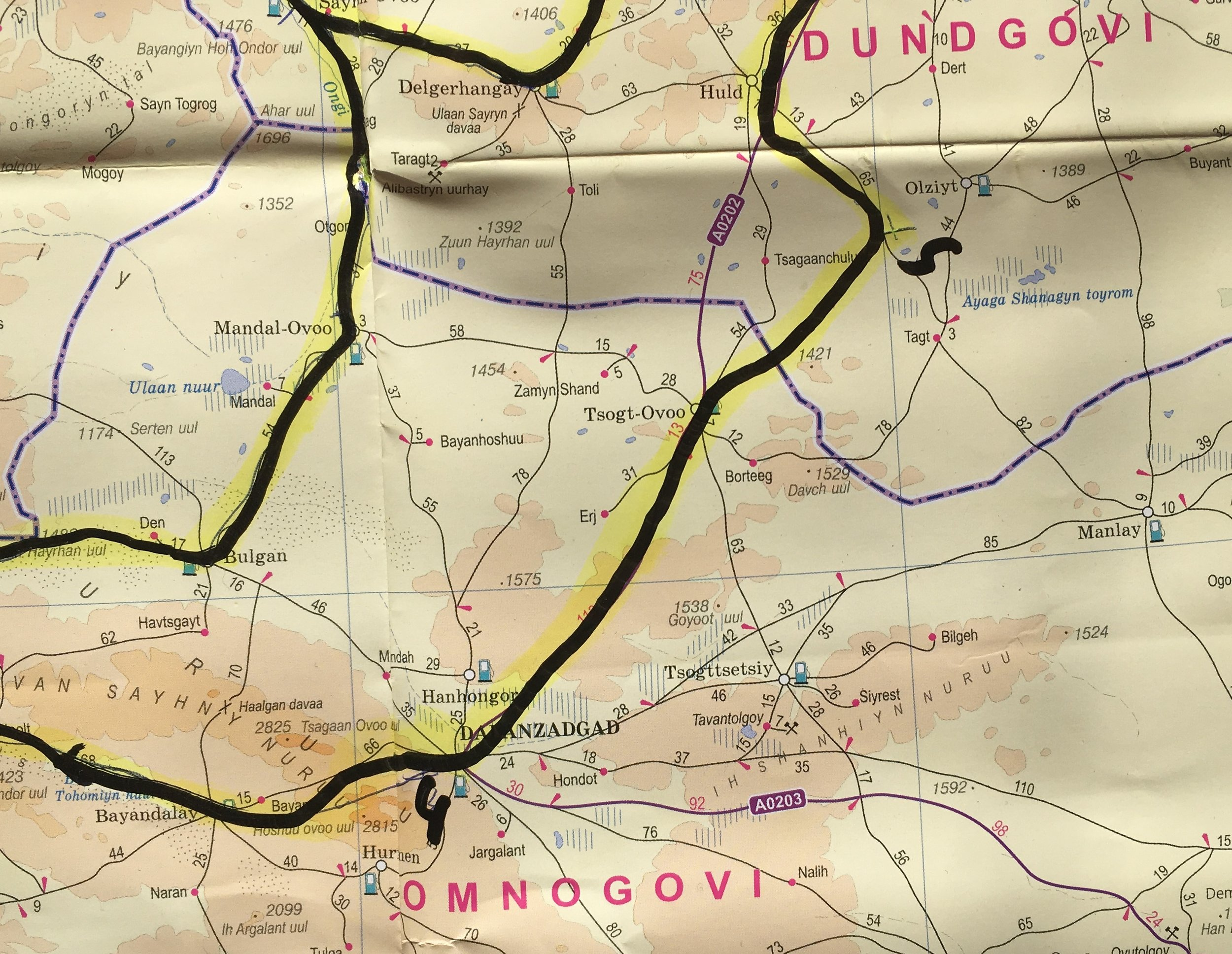Tänään luvassa rennompi päivä, sillä matkaa on ainoastaan 170 kilometriä joista 100 asfalttia pitkiin...