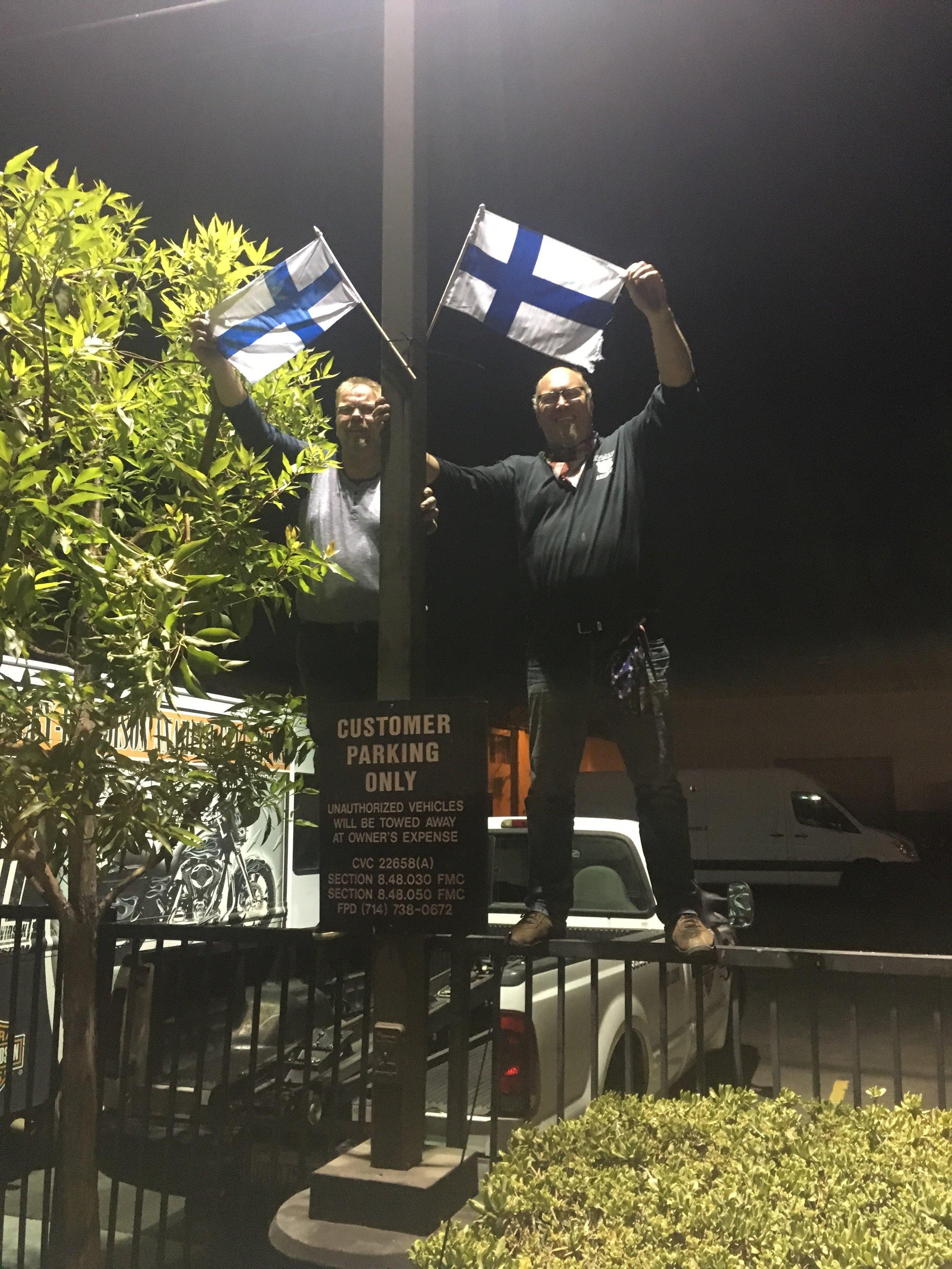 Janne ja Ville jättivät merkin käynnistämme vuokraamon pihaan ;)