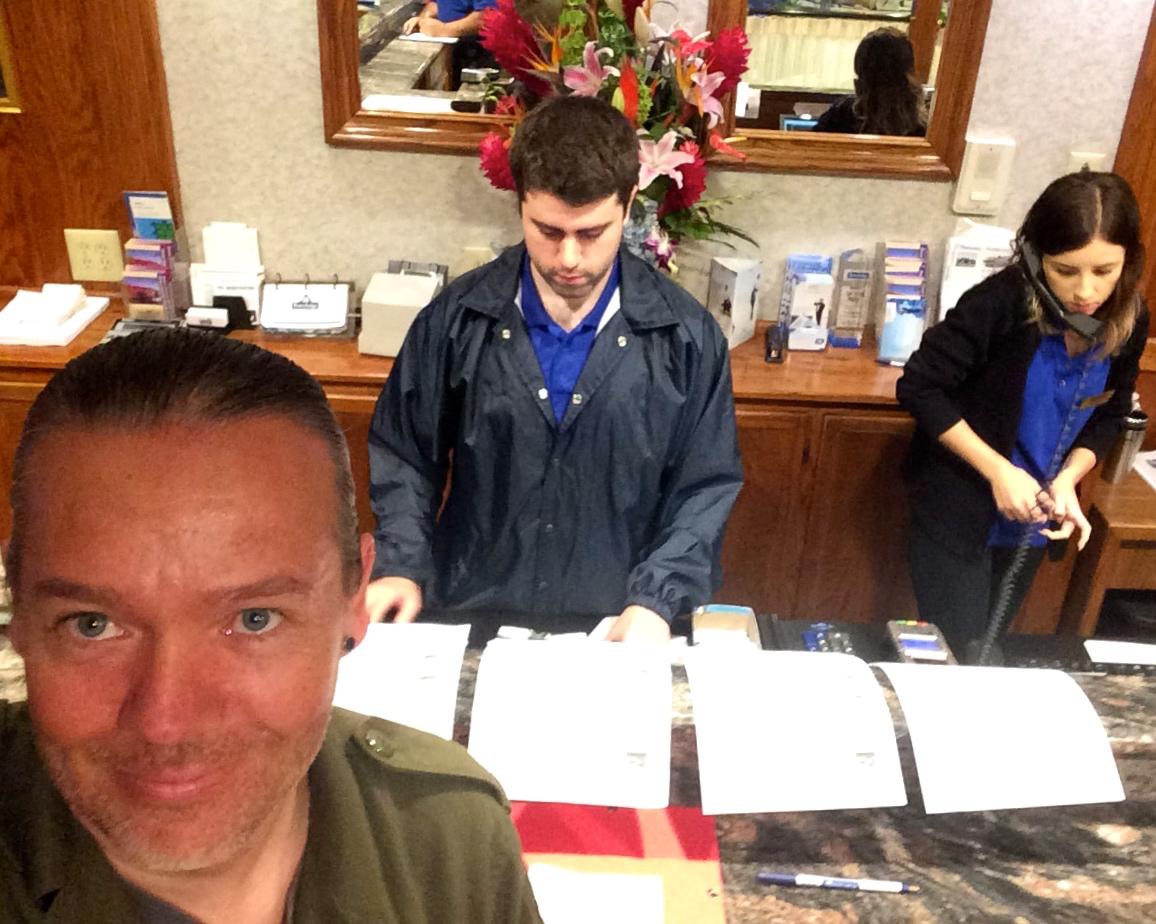 Travelodge LAX Check Inn Selfie :) Sellaisen ottamiseen jää USA:ssa useimmiten reilusti aikaa...;)