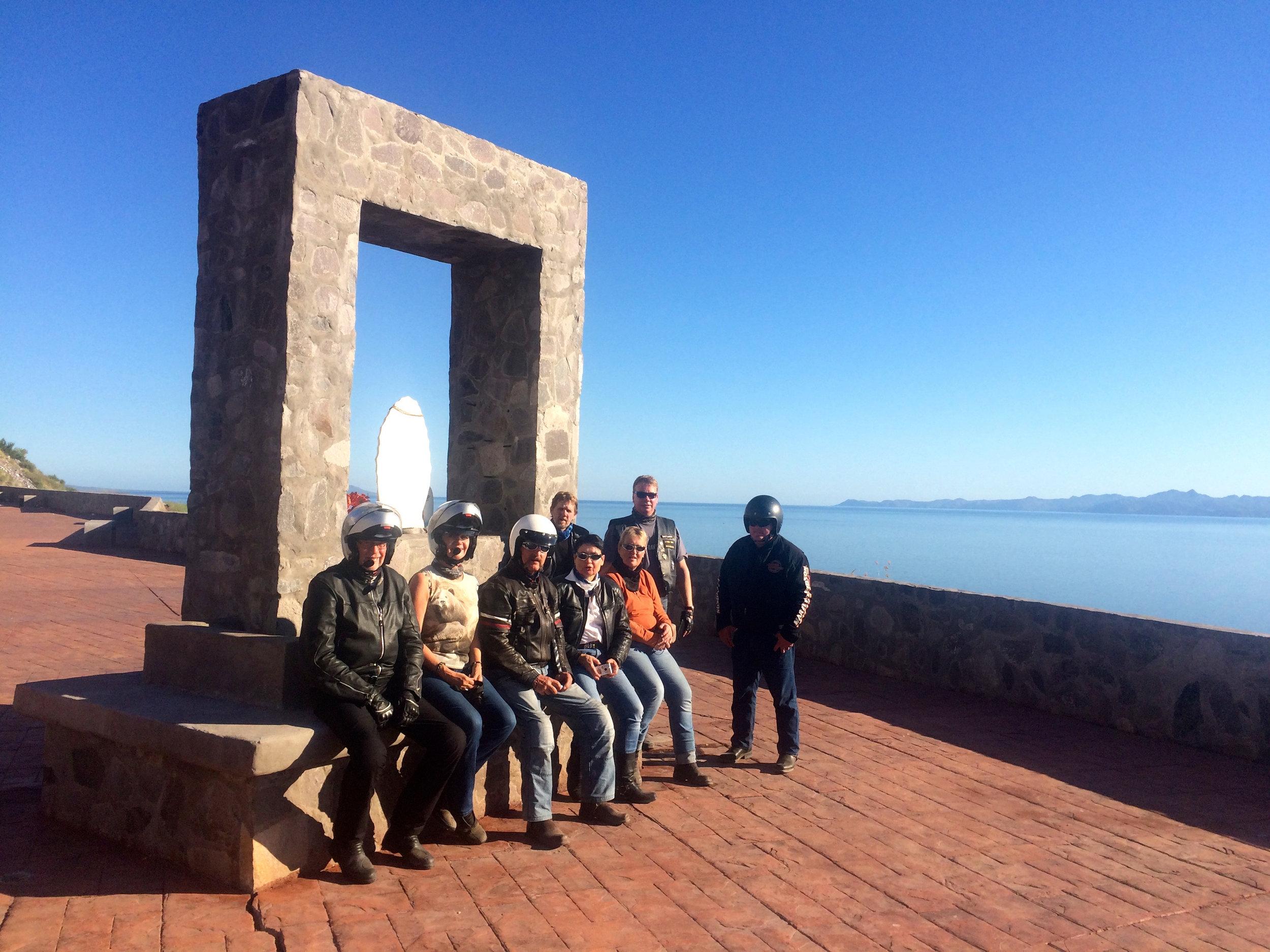 Tauko näköalapysäkillä matkalla La Paziin.